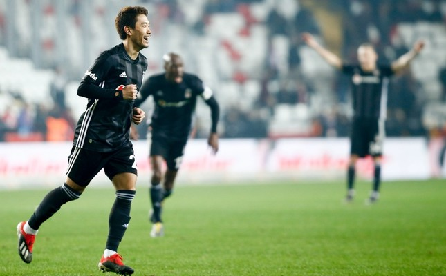 Japanese midfielder Shinji Kagawa celebrates after scoring on his debut for Beşiktaş against Antalyaspor in the Turkish Super League, Feb. 3, 2019.
