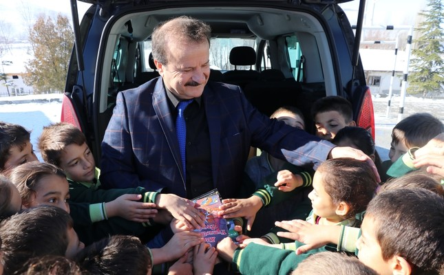 Zeki Aktürk hands out books from the back of his car to children in a village of Kütahya on Jan. 24, 2019.