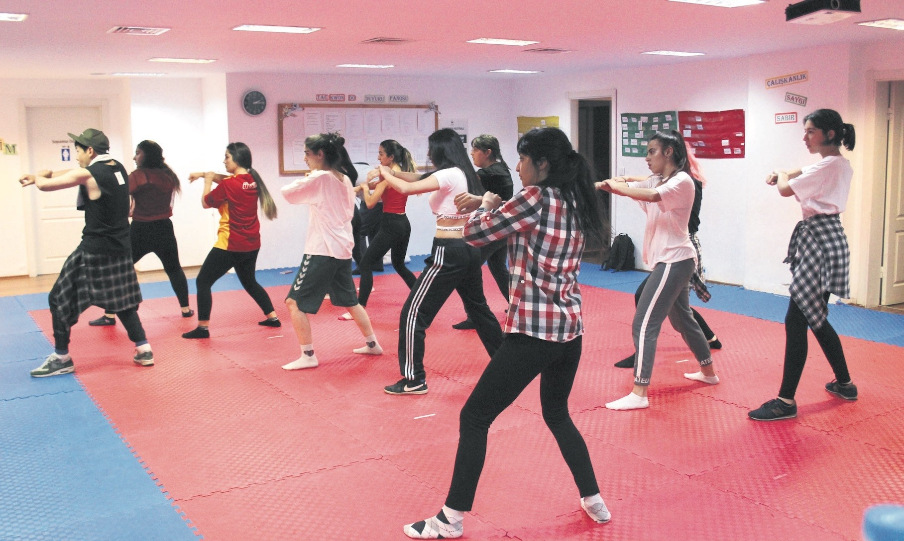 The legs and arms to move at the same time and these movements are to be carried out by all group members simultaneously and the harmony between them is one of the most important features of K-Pop.