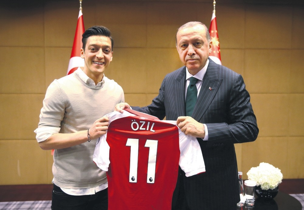President Erdou011fan meets with Arsenal's soccer player Mesut u00d6zil during his official visit to the U.K., London, May 31.