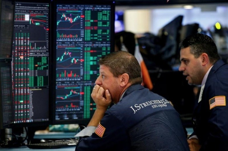 Traders work on the floor of the New York Stock Exchange (NYSE) in New York, U.S., August 16, 2017. (Reuters Photo)