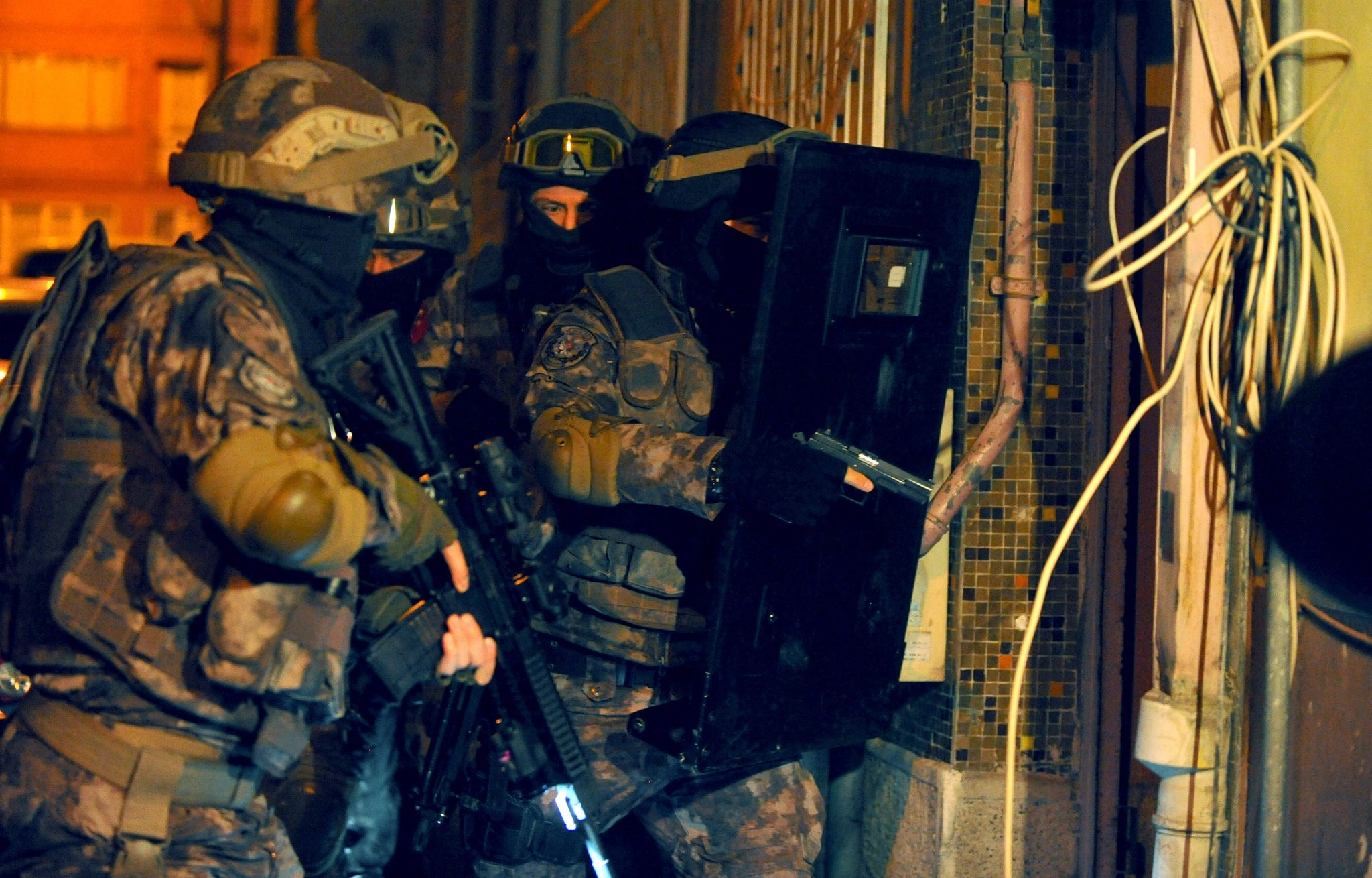 Special Operations police storm a safe house used by Daesh militants in the southern city of Adana in July 2017. The terrorist group faces frequent raids across Turkey as it loses more ground in Syria.