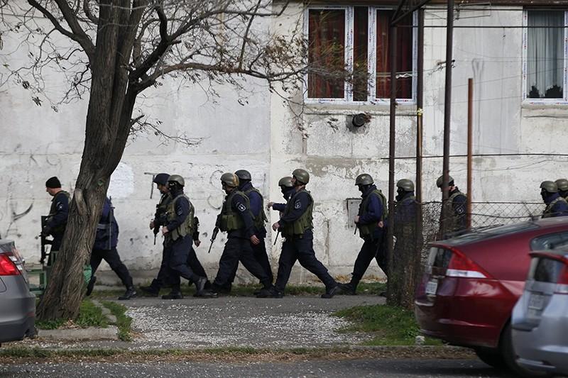 Georgian policemen take part in a counter-terrorism operation area in the Isani district of Tbilisi, Georgia, 22 Nov. 2017 (EPA Photo)