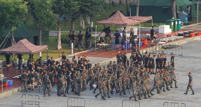 قوات صينية على بعد سبعة كيلومترات عن حدود هونغ كونغ (رويترز)