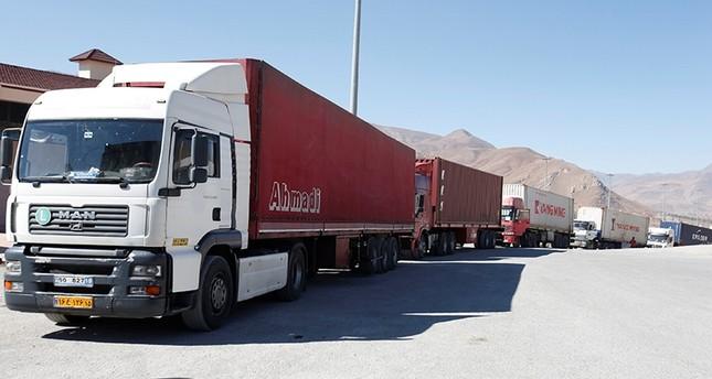 Trucks are seen at Haj Omran border, on the border between Iran and Kurdistan Regional Government (KRG), Iraq, Oct. 14, 2017. (Reuters Photo)