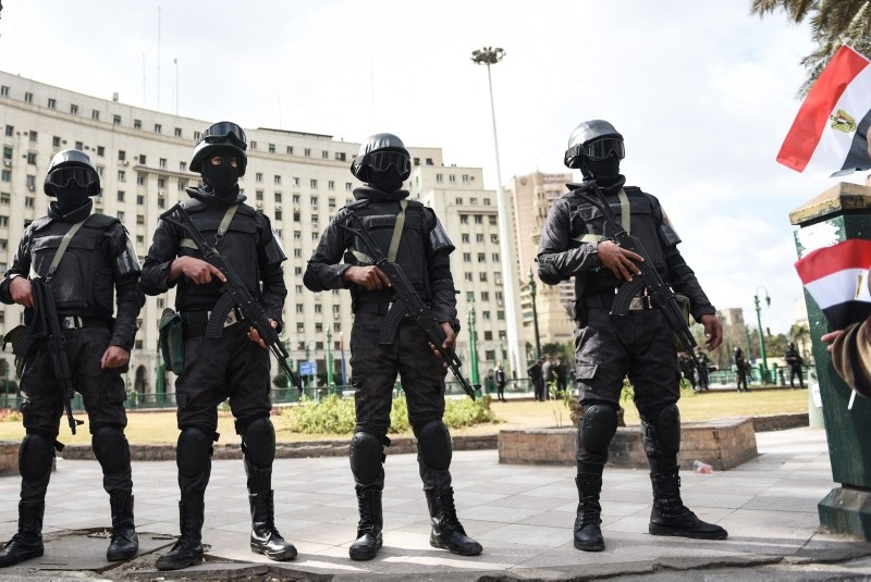 Members of the Egyptian police special forces stand guard on Cairo's landmark Tahrir Square on January 25, 2016, as the country marks the fifth anniversary of the 2011 uprising. (AFP Photo)