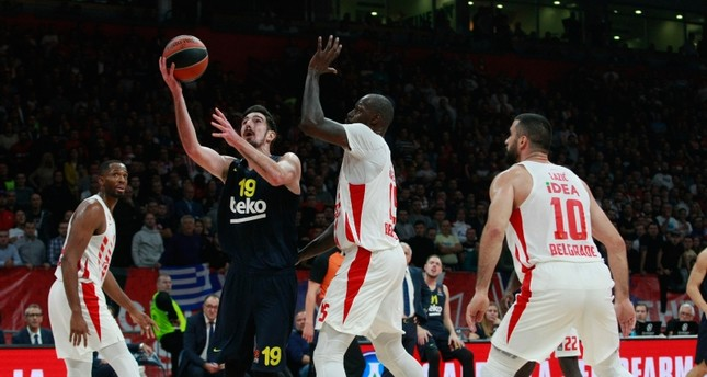 Fenerbahçe's Nando de Colo in action against Crvena Zvezda players in Round 2 of the Euroleague 2019-2020 season, Oct.10, 2019. (AA Photo)
