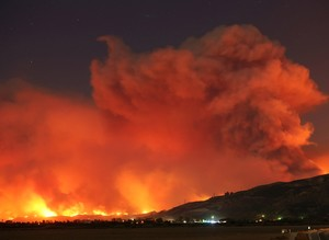 Ferocious California wildfire threatens thousands of homes