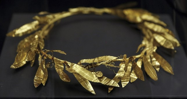 The Golden Crown, from the Carians period 2,400 years ago, was an item that was left in the grave of a rich person in ancient times.