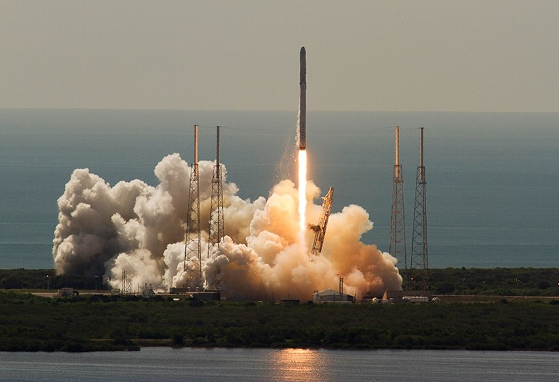 An unmanned SpaceX Falcon 9 rocket, which exploded about two minutes after liftoff, launches from Cape Canaveral, Florida, June 28, 2015. (Reuters Photo)