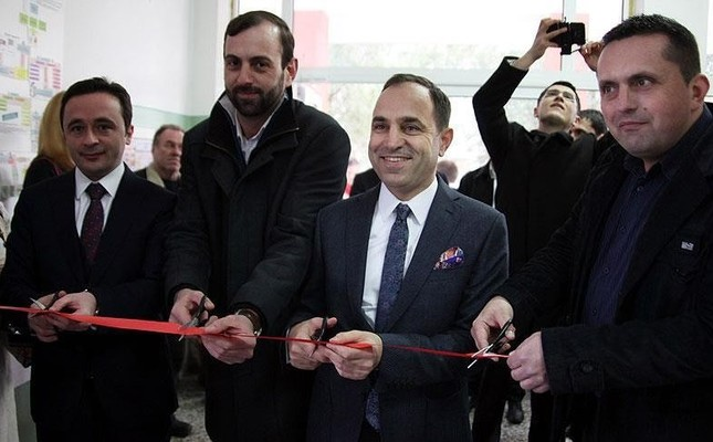 Turkey's Ambassador for Serbia's Belgrade Tanju Bilgiç takes part in a ribbon-cutting ceremony. (AA Photo)