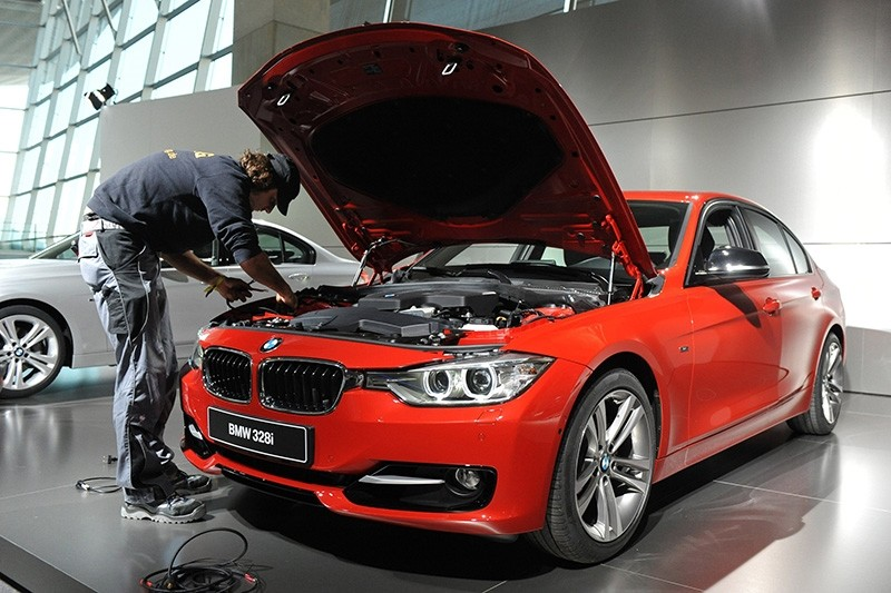 This file photo taken on October 14, 2011 shows an employee preparing a new BMW 328i for display during its presentation in the southern German city of Munich. (AFP Photo)