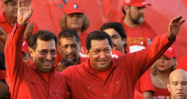 Adán Chávez (L), the older brother of late President Hugo Chávez (R). (AFP Photo)
