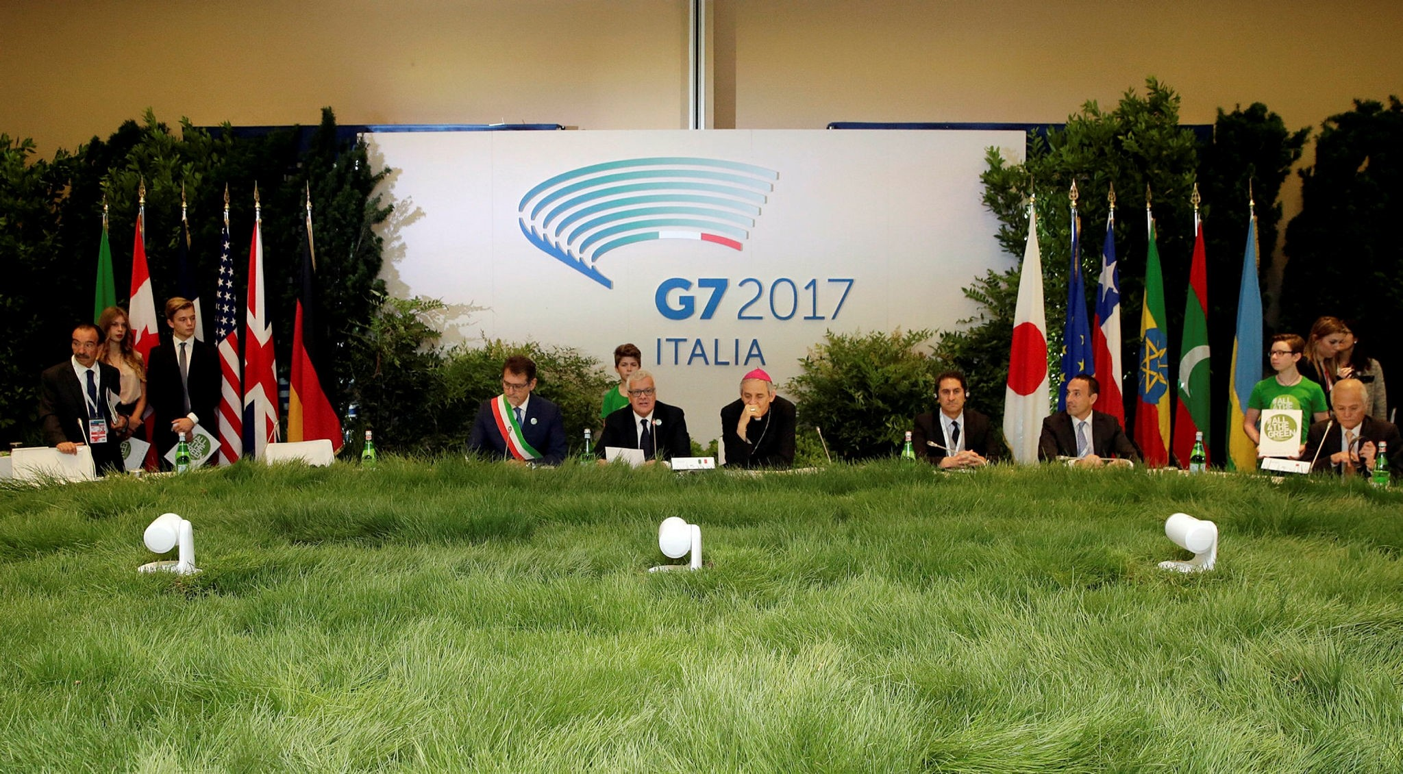 Italy's Minister of the Environment Gian Luca Galletti (C) attends a summit of  Environment ministers from the G7 group of industrialised nations in Bologna, Italy, June11, 2017. (Reuters Photo)