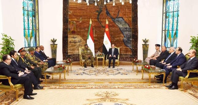 عبد الفتاح البرهان رئيس المجلس العسكري السوداني في زيارته لمصر