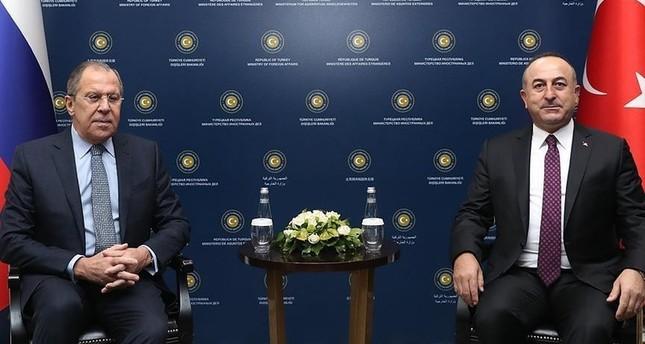 جاوش أوغلو يبحث هاتفياً تطورات الوضع في سوريا مع نظيره الروسي