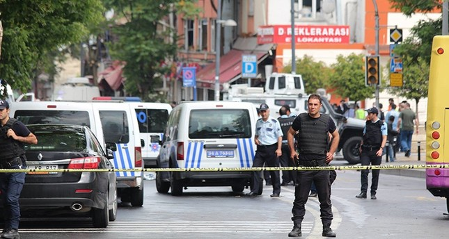Police are seen at the site of a deadly terror attack in Istanbul's Vezneciler neighborhood on June 7, 2016. (Sabah Photo)