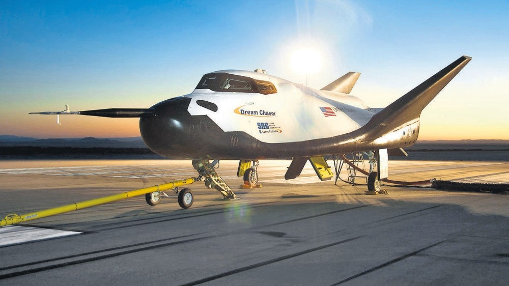Dream Chaser, above, will carry cargo to NASAu2019s space station starting in 2020.