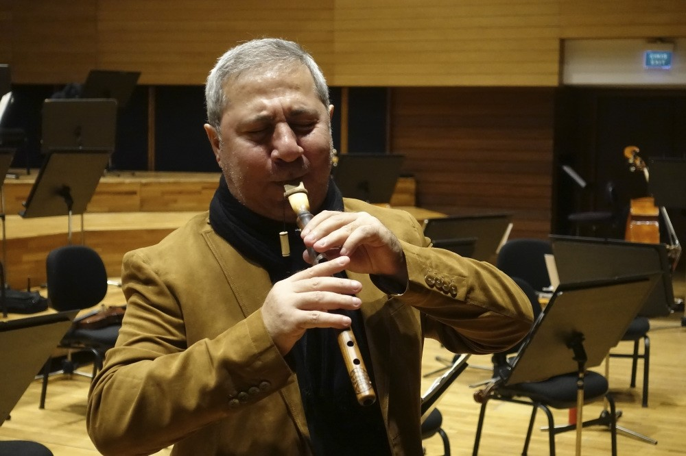 Master musician u0130lyas Mirzayev has prepared a concerto for balaban, also called a ,mey,  for Samedov and the u0130zmir State Symphony Orchestra.