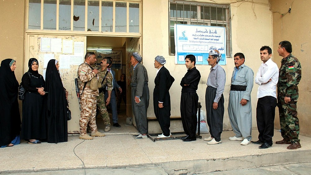 Iraqi Kurdish people wait in a queue to cast their votes for the KRG independence referendum in the ethnically-mixed city of Kirkuk, northern Iraq, 25 September 2017. (EPA Photo)
