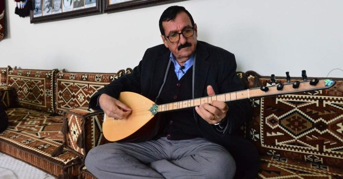 Mehmet Acet has been practicing the trade of minstrelsy for almost 50 years. (AA Photo)