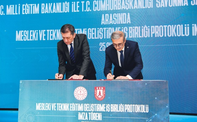 Minister of National Education Ziya Selçuk and İsmail Demir, head of the Presidency of Defense Industries (SSB), sign the protocol in Ankara, Feb. 25, 2019.