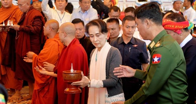 Myanmar's State Counselor Aung San Suu Kyi (C) and Home Affairs Minister Lt. Gen. Kyaw Swe (R) attending the opening ceremony of a new pagoda at Kyauktalonegyi city, Shan State, Nov. 20, 2019. (AFP Photo)