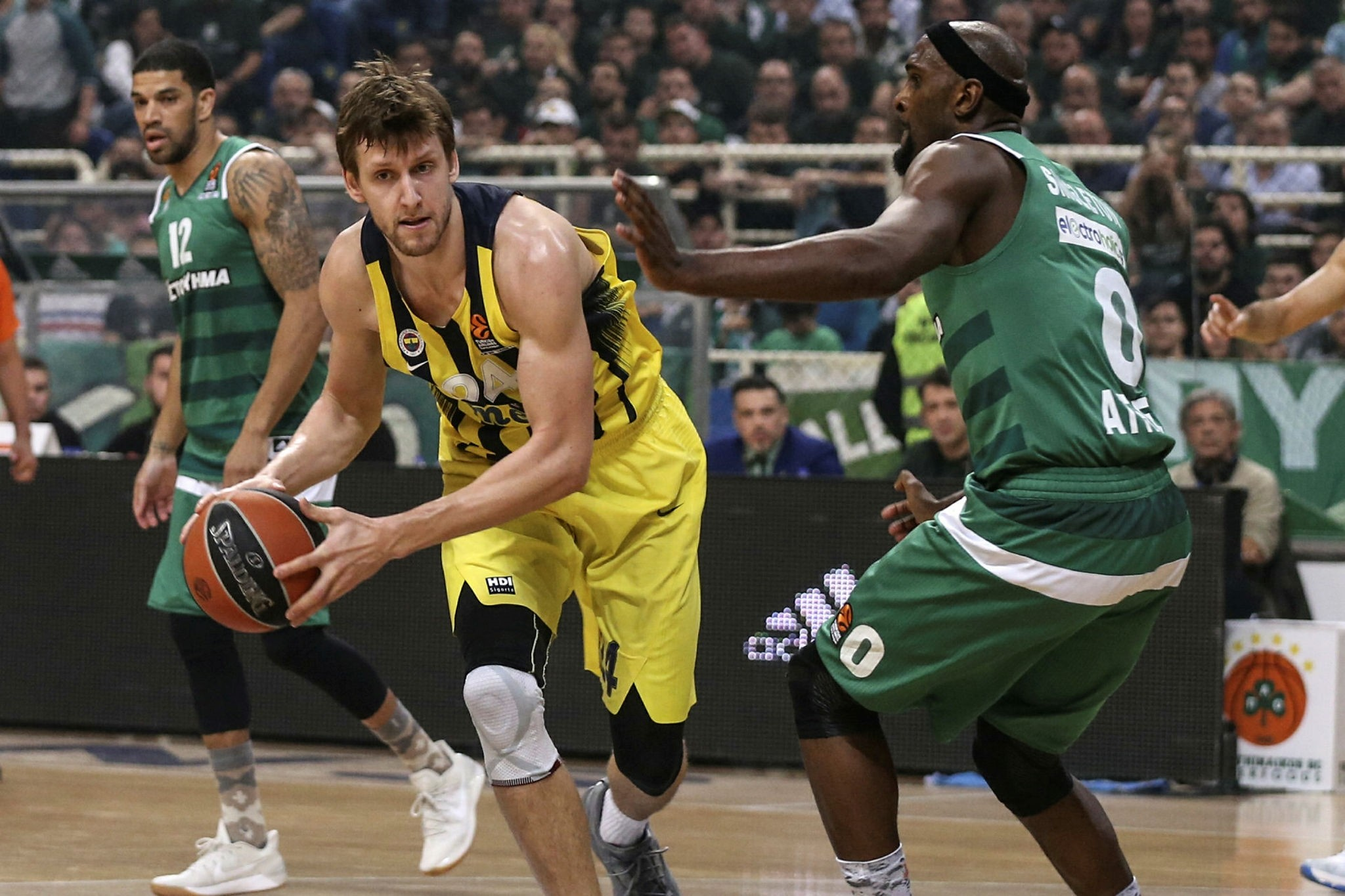 Fenerbahu00e7e's Jan Vesely during the match (AA Photo)