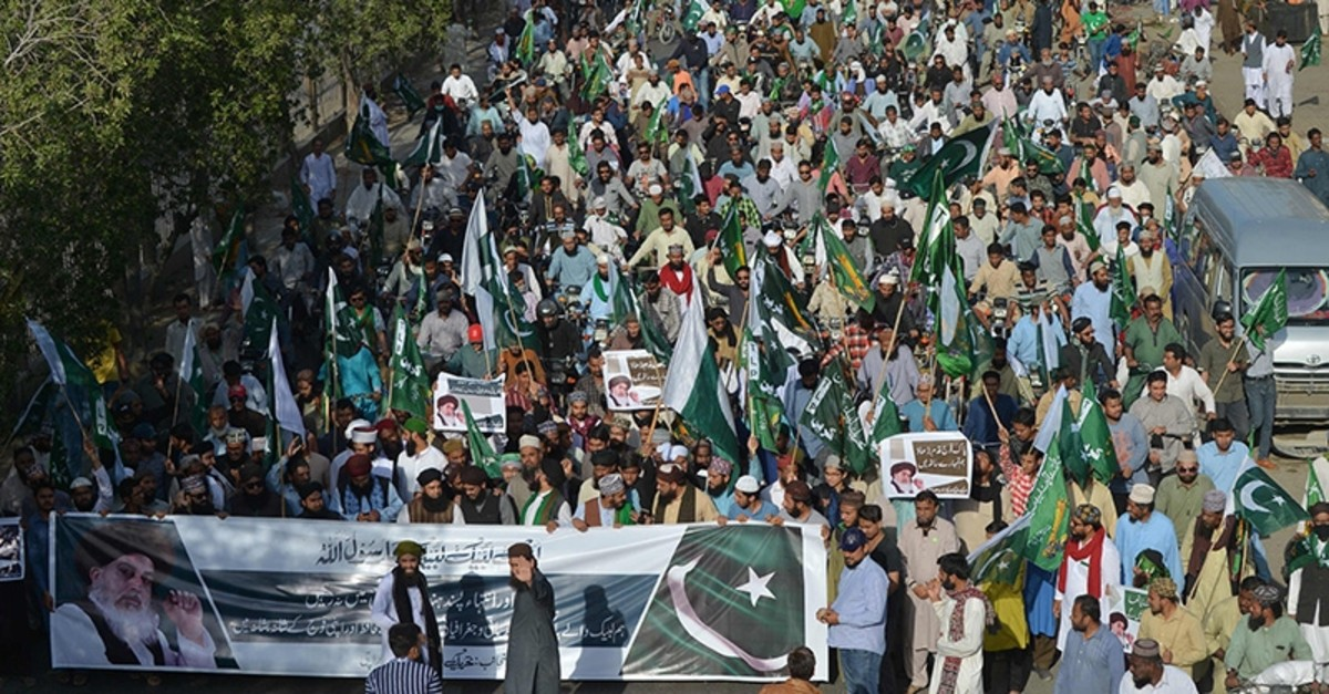 Supporters and activists of the Tehreek-e-Labbaik Pakistan party march during an anti-Indian protest in Karachi on Feb. 24, 2019. (AFP Photo)