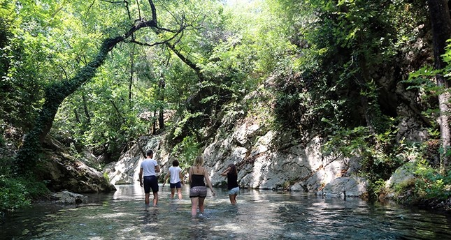 نهر قزل دره الخلاب بموغلا التركية مقصد السياح الألمان صيفاً