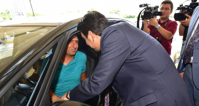 YTB President Abdullah Eren chats with a Turkish expat at the Kapıkule Border Gate on the Turkish-Bulgarian border, July 23, 2019.