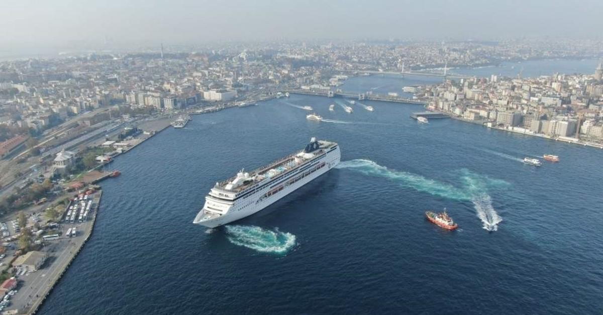 The Panama-flagged MSC Lirica cruise ship docked at Istanbul's Sarayburnu port, Nov. 16, 2019. (DHA Photo)