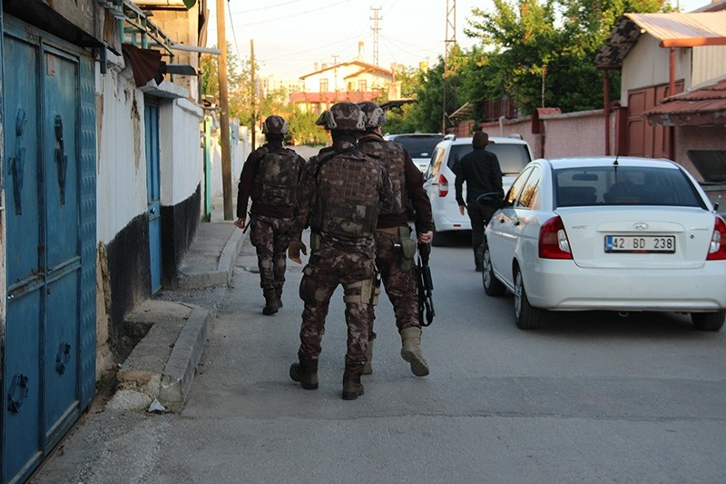 Counter-terror squads carry out raids in Turkey's central Konya province (IHA Photo)