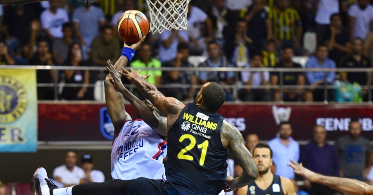 Anadolu Efes' Bryant Dunston tackles Fenerbahu00e7e players in a Presidential Cup match in Gaziantep, Sept. 26, 2019.