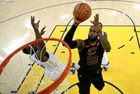 Cavs, Warriors set physical tone for intense NBA Finals