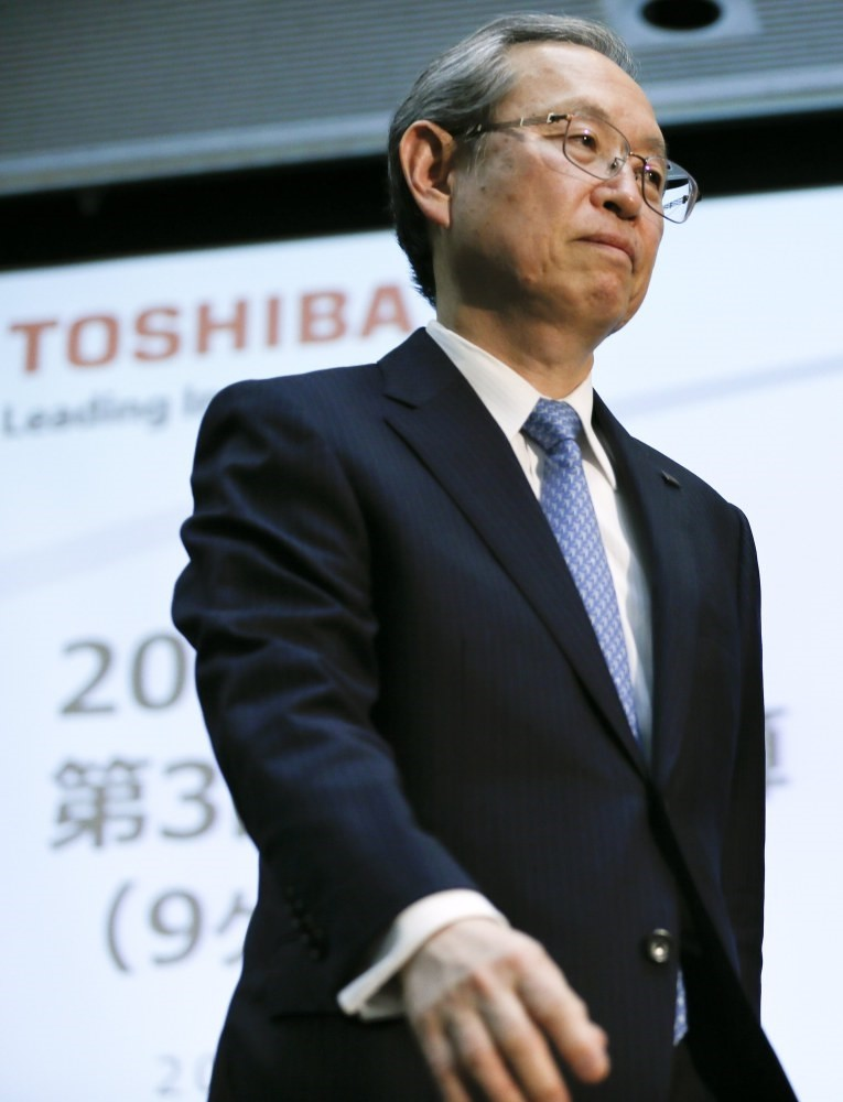 Satoshi Tsunakawa, President and CEO of Toshiba Corp., leaves podium after attending a news conference in Tokyo, on Tuesday, April 11, 2017 (EPA Photo)