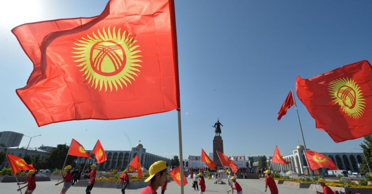 Kyrgyz dancers wave flags as they perform during the celebrations marking the 28th anniversary of Kyrgyzstan's independence from the Soviet Union at the Ala-Too Square in Bishkek, Aug. 31, 2019.