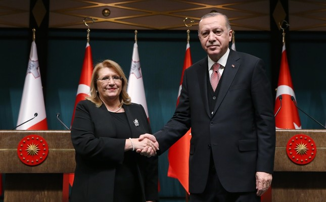 President Recep Tayyip Erdoğan (R) and Malta's President Marie-Louise Coleiro Preca shake hands after holding a joint press conference in Ankara, Jan. 24, 2019.