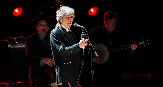 Bob Dylan performs during a segment honoring Director Martin Scorsese, recipient of the Music + Film Award, at the 17th Annual Critics' Choice Movie Awards in Los Angeles January 12, 2012. (Reuters Photo)