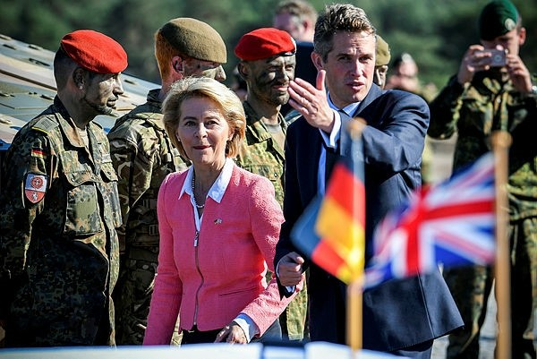 German Minister of Defence Ursula von der Leyen (L) and her British counterpart Gavin Williamson (R) arrive at the military training area in Augustdorf, Germany, 05 October 2018. (EPA Photo)