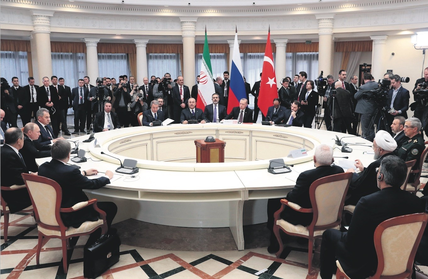 Presidents Erdou011fan (C), Putin (L) and Rouhani (R), accompanied by their delegations, hold a meeting on the Syrian peace process, in the Black Sea resort of Sochi, Russia, Feb. 14, 2019. (AP Photo)