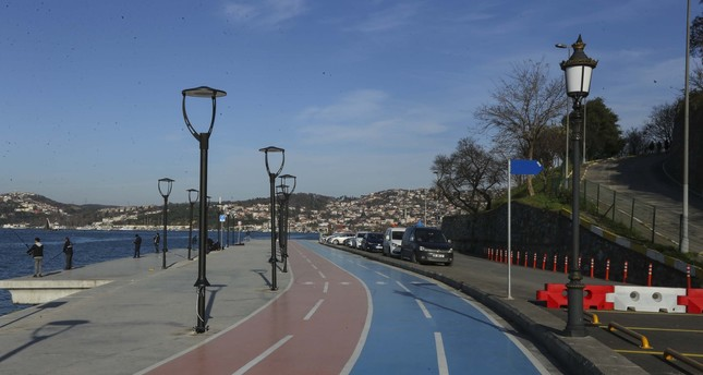 A bicycle lane stretching from Istanbul's Kanlıca to Paşabahçe districts. Turkey plans to build a 3,000-kilometer bike lane network by 2023.
