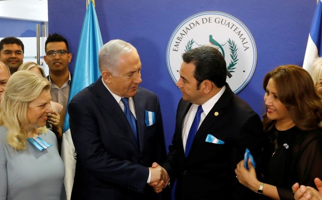 Israel Prime Minister Benjamin Netanyahu, center left, and Guatemala President Jimmy Morales shake hands (AP Photo)