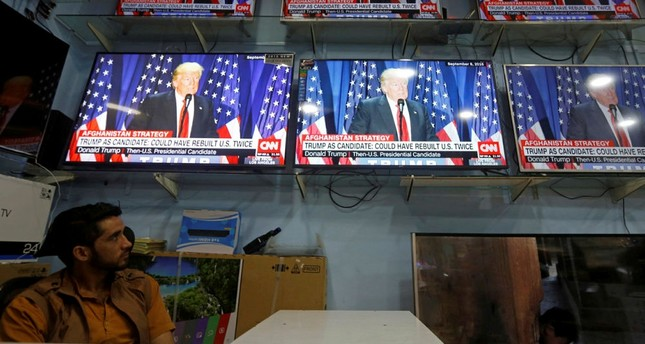 An Afghan man watches the TV broadcast of the U.S. President Donald Trump's speech, in Kabul, Afghanistan August 22, 2017. (REUTERS Photo)