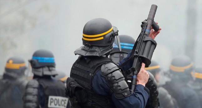 الشرطة الفرنسية تقابل احتجاجات السترات الصفراء في ذكراها السنوية الأولى بالقمع والغاز