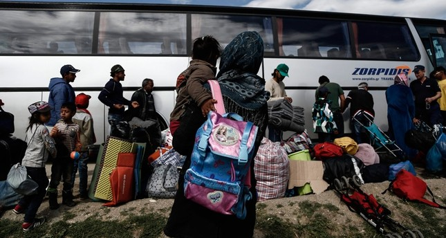 10,000 refugees ready to be relocated from Greece