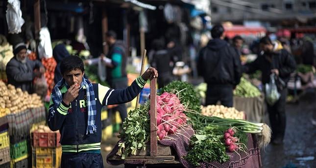 سوق الخضار في غزة يعاني من نقص المواد (الفرنسية)