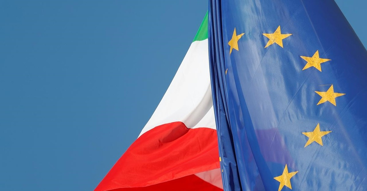 European Union and Italian flags are seen in downtown Rome, Italy, October 19, 2018. (Reuters Photo)