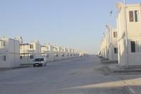 أحد مخيمات اللاجئين المكونة من مساكن مسبقة الصنع بولاية عثمانية جنوبي تركيا  (الأناضول)