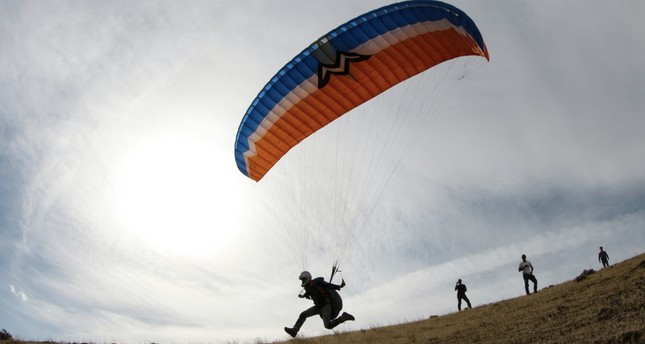 Amateur paragliders train at Turkey's highest peak
